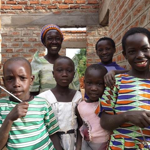 Marlayne en Buddy met Habitat naar Oeganda